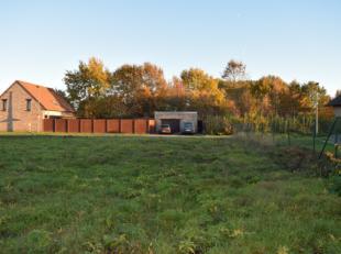 Deze bouwgrond is gelegen in de Peerdekerkhofstraat 24 te Hulshout.Lot 2 649 m² 149.000 EuroOmgeving : 300 meter van het centrum (Bakker , post,