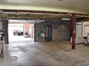 Een opslagplaats/garage van +/- 90m² met een bureel en toilet.  De voorzijde is een woonst die afzonderlijk of samen kan worden gehuurd.  De opsl