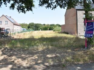 perceel bouwgrond van 14a58ca gelegen te Genk in een doodlopend stuk van de Caetsbeek. De grond is geschikt voor een HOB meet aan de voorkant een gron