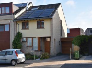 """Deze instapklare en beschikbare gezinswoning(HOB) met een grondperceel van 3a 42ca is gelegen in de Bertold Brechtstraat 5 te Hasselt vlak aan het """"Ce"""
