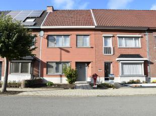 Mooi onderhouden en instapklare gezinswoning(GB) met 3 slpk. op een centrale ligging te Hasselt.  Fietsafstand van het centrum van Hasselt en goede be