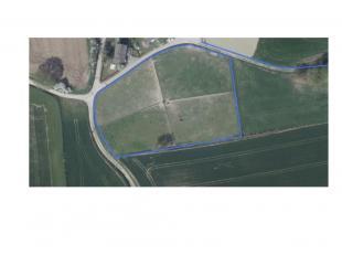 77 are 20 ca vrije grond, gelegen aan de Borrestraat te Tombeek (Overijse)<br /> Deze grond is onmiddellijk vrij na de akte.<br /> Ideaal als paardenw