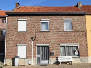 Te renoveren woning gelegen in een rustige straat in Hoegaarden, op wandelafstand van het gezellige dorpscentrum.<br /> De woning heeft op het gelijkv