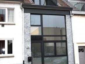 Stadswoning met patio en zonnig dakterras met verzicht over Leuven. In 2010 is deze woning helemaal gerenoveerd en voorzien van alle comfort.<br /> Ze