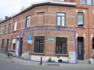 Handelsgelijkvloers, in een recent gerenoveerd gebouw te Heverlee, vlakbij het station van Leuven. <br /> <br /> Het gelijkvloers omvat een polyvalent