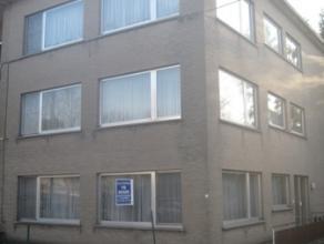 Ruim gelijkvloers appartement met 2 slaapkamers, terras, voortuintje en grote garage voor 2 wagens, rustig gelegen in een mooie residentiële omge