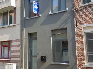 Modern gerenoveerde stadswoning met garage, gelegen binnen de ring van Leuven op wandelafstand van het centrum in een verkeersluwe straat. <br /> <br