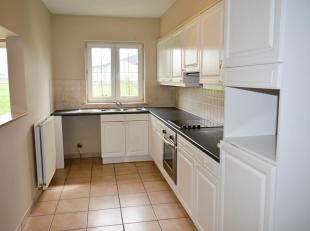 Prachtig gelijkvloers appartement met een bewoonbare oppervlakte van 100m2 ,heeft een inkom hal met apart toilet ,een grote living met veel lichtinval