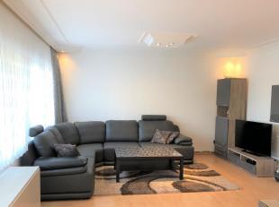 Instapklaar appartement met 3 slaapkamers, op de 3de verdieping van de residentie Molenberg, op 2 minuten rijdafstand van het centrum van Genk. Het ap