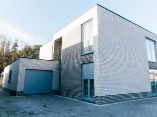 Moderne luxe woning te Maasmechelen op een mooi perceel van 7a 35ca, rustig gelegen dichtbij allerhande faciliteiten en hoofdwegen!<br /> <br /> Deze