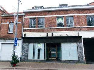 Ruime woning met handelspand en groot werkatelier / garage op een uiterst zichtbare en commerciële ligging in de Stalenstraat, Genk-Waterschei.<b