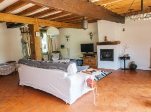 Mooie ruime hoeve met 4 tot 7 slaapkamers en atelier gelegen in het groen op een ruim perceel van 6.100 m². De hoeve heeft meerdere renovaties on