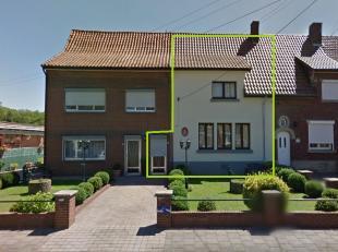 Rijwoning te Genk-Waterschei met 3 slaapkamers, gelegen in een rustige woonwijk te Kwikstaartstraat. De woning is uitstekend gelegen dichtbij de comme