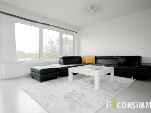 We treffen dit gezellige appartement ter hoogte van Stalenstraat 115 bus 3 op de 2de verdieping. In de commerciële Stalenstraat vind je een zeer