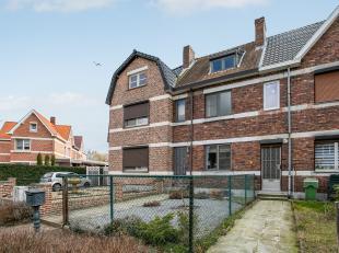 Deze gezellige woning met 3 slaapkamers en tuin is gunstig gelegen in Genk-Zwartberg. Opritten van E314, N76 en Genk-Centrum zijn op enkele minuten be