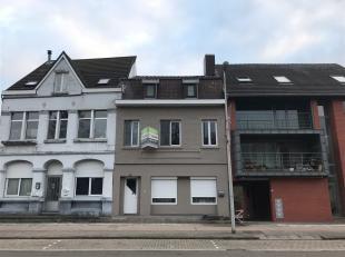 Deze instapklare woning is zeer goed gelegen in de commerciële Vennestraat, dat gekend is als de straat van de zintuigen omwille van de diverse e