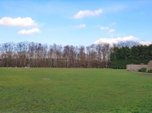 In de Caetsbeek vinden we deze bouwgrond van 10a 50ca terug, geschikt voor een open bebouwing. De bouwgrond bevindt zich voor een beboste bufferzone e