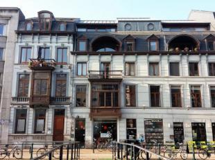 Dit gemeubeld appartement is gelegen aan de Ajuinlei in een prachtig majestueus pand in hartje van centrum Gent. Nabij Kouter, Veldstraat... Bestaat u