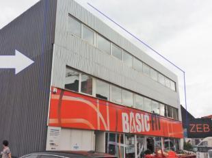 Deze kantoorgebouwen bevinden zich langsheen de Brusselsesteenweg in de onmiddellijke nabijheid van tram, bus en oprit E17 en alle belangrijke invalsw