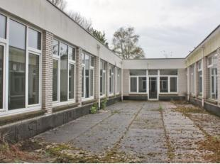 Bruto oppervlakte van 1.260 m² (inclusief patio's) en een netto bruikbare vloeroppervlakte van 960 m².<br /> Via stadsring zeer vlotte berei