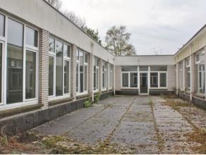 Bruto oppervlakte van 1.260 m² (inclusief patio's) en een netto bruikbare vloeroppervlakte van 960 m². Via stadsring zeer vlotte bereikbaarh