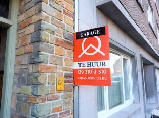 Garagebox te huur in ondergrondse parking met in-en uitrit op Coupure rechts. Vlotte bereikbaarheid naar stadsring, E40,E17. Onmiddellijk beschikbaar.