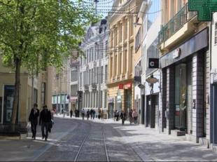 Winkelpand te huur in Veldstraat, dé shoppingstraat van Gent. Drempel euro50.000. Nieuwe handelshuur.  Alle verdere info op kantoor Oranjeberg