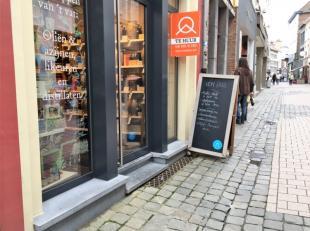 Te huur in de Koestraat, één van de beste winkelstraten van Gent: 55m² handelsruimte - aparte toegang achteraan voor leveringen!