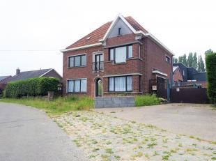 Deze woning + loods is gelegen op een terrein van 3773m². Loods heeft een oppervlakte van 1.000 m² en is voorzien van 3 sectionale poorten,