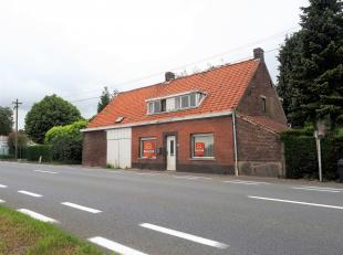 Deze woning is gelegen op de Wetterse steenweg richting Oosterzele. Grondop van 325 m² en een bebouwd opp van 120 m². Bewoonbare opp bedraag