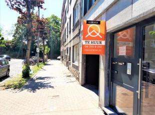 Ruime autobox te huur op enkele 100m van St-Pietersstation. Onmiddellijk beschikbaar. Geen extra kosten.<br /> Voor info, gelieve contact op te nemen