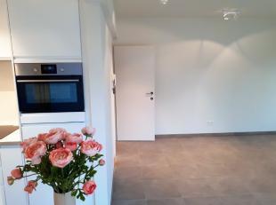 Dit appartement is gelegen nabij de markt van Wetteren en in de onmiddellijke nabijheid van winkels, scholen,... Het appartement op de 2e verdieping (