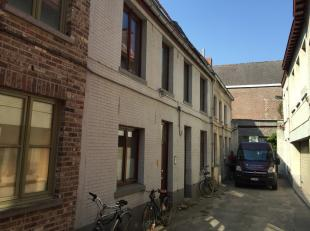 Dit compleet gerenoveerd huisje is gelegen in een doodlopende zijstraat van de Burgstraat. Woning ligt midden in het historische centrum, belangrijkst