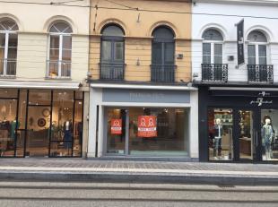 Mooie winkel aan de zonnezijde van de Brabantdam.  82m² gelijkvloers, kelder, verdiepingen.<br /> Enseignes in de buurt : Sessun, 7 For All Manki