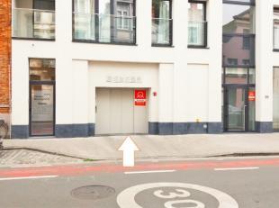 Staanplaats L8 is gelegen op de verdieping -1. Vlotte in-en uitrit.Ruime staanplaats in nieuwbouw residentie. Ideaal bereikbaar ook na invoering van h