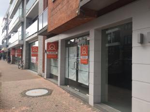 Casco kantoor of commerciële ruimte, ideale ligging in de drukste winkelstraat van Deinze, de Tolpoortstraat. Handelspand met tal van interessant
