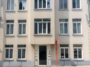 Modern duplex appartement op een zeer centrale ligging. Dit appartement is gelegen op de 3e verdieping (geen lift aanwezig) van een kleinschalige resi