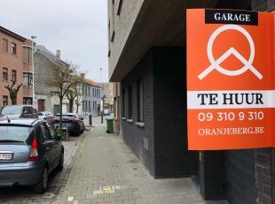 Staanplaats nabij coupure en R40. Maandelijkse huurprijs euro75 + euro10 algemene kosten. Zeer vlotte in en uitrit. Voor meer info gelieve contact op