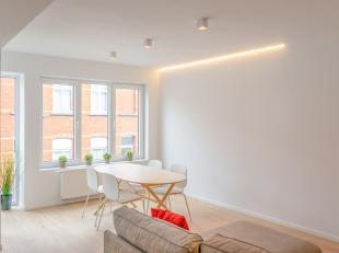 Gerenoveerd lichtrijk appartement met alle comfort (in kleinschalig renovatieproject met 4 appartementen) gelegen op de eerste verdieping. Het apparte