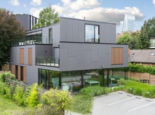 Luxueuze en ruime penthouse met uiterst kwalitatieve en duurzame afwerking! Goed en rustig gelegen in een doodlopende straat met groene omgeving op de