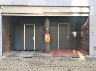 Ondergrondse ruime autostaanplaats met een zeer gunstige ligging in centrum Gent! Alles ligt op wandelafstand. De inrit van de afgesloten parking is g