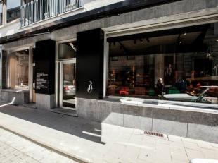 Super mooie winkelruimte in het hart van Gent! 60m² discrete klasse, inrichting Glenn Sestig Architects.Airco - camera beveiliging - sound system