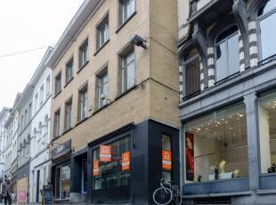 Winkelruimte in de Koestraat, één van de beste winkelstraten van Gent! Met mooie etalage en een handelsruimte van+/- 30 m². Enseign