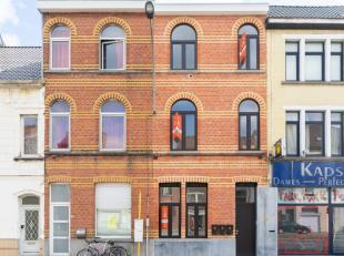Gerenoveerd lichtrijk appartement op de tweede verdieping met alle comfort (in kleinschalig renovatieproject met 3 entiteiten). Het appartement bevat