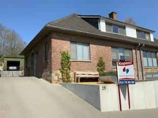 Mooie gerenoveerde woning aan de rand van het centrum van Hoegaarden.<br /> <br /> Indeling:<br /> Gelijkvloers: inkomhal, badkamer met ligbad, inl