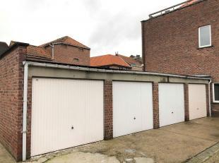 Garagebox te huur in centrum Hoegaarden op de hoek van de Tommestraat en de Ernest Ourystraat.<br /> <br /> Afsluitbare garagebox met manuele poort.