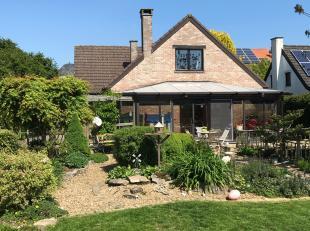 Prachtige villa op 7 are 98 ca gelegen aan de rand van het centrum van Tienen in rustige straat. Op wandelafstand van winkels en openbaar vervoer. Zee