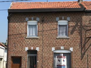 Mooie starterswoning in Goetsenhoven tussen Tienen en Hélécine.<br /> <br /> Indeling:<br /> Gelijkvloers: Inkom, zitplaats, eetplaat
