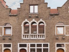 Toffe rijwoning met trapgevel, gelegen op wandelafstand van station, centrum Leuven, ontspanningsmogelijkheden, grootwarenhuis, bakker en apotheek. De