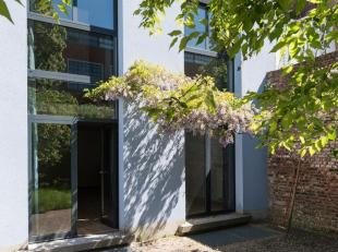 Prachtig gerenoveerd appartement met 3 verdiepen en aangrenzende, zuidgerichte tuin van 65m².<br /> Aparte ingang voorzien voor benedenverdieping